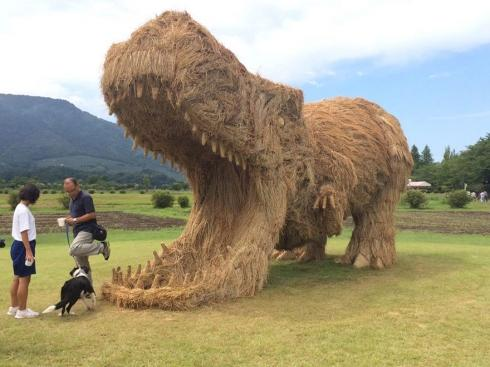 日本稻草雕塑