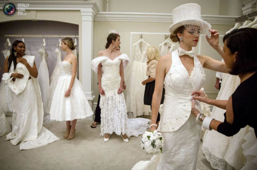 卫生纸婚纱设计大赛