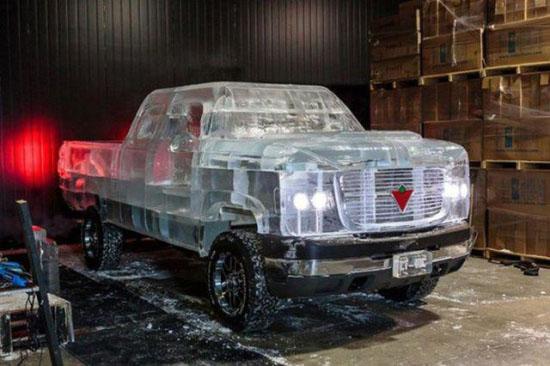 国外团队-49℃下打造冰雕汽车