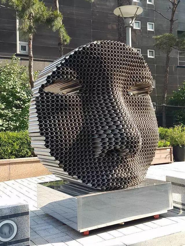 吸管堆叠成的创意雕塑
